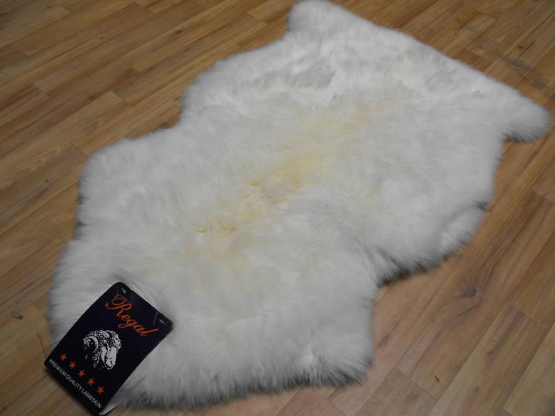 sheepskin rug white sheepskin white rugs centre. Black Bedroom Furniture Sets. Home Design Ideas